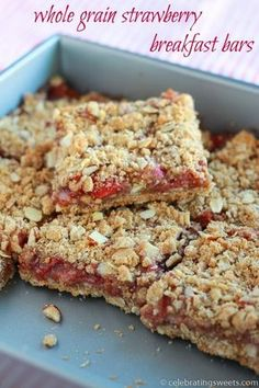 Whole Grain Strawberry Breakfast Bars - A simple recipe for whole grain breakfast bars made with oats and almonds, and filled with strawberries. ~ http://www.julieseatsandtreats.com