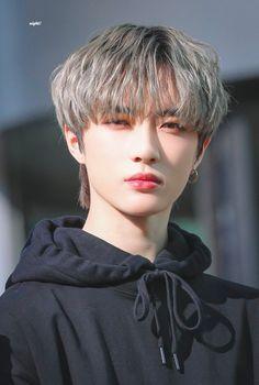 """he is so breathtakingly pretty"" Bts J Hope, Monsta X, K Pop, Got7, Kai, Meme Photo, V Bts Wallpaper, Sehun, Foto Bts"