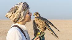 Leben und arbeiten als Falknerin in Katar Das erste Mal in der Wüste stehen, auf einem Kamel reiten oder in einem Segelflugzeug durch die Lüfte gleiten: Das alles hat Laura Wrede in Katar erlebt. Reiseberichte Doha, Heritage Site, Camel, Travel Report, Horseback Riding
