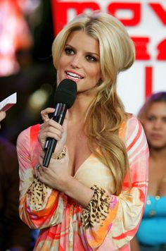 Jessica  Simpson - Gorgeous hair & makeup