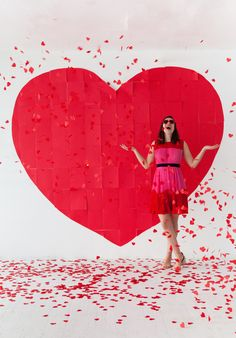 How to: Giant Paper Heart Backdrop. Use any shape or pattern with these directions!
