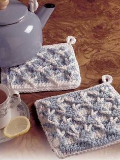 Polish Star Pot Holders  Nothing mundane about cooking with kitchen accents like these.  Designed by Dot Drake  free pdf from free-crochet.com