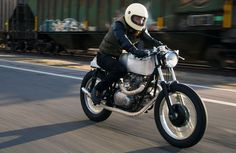 Aluminium design > Kawasaki KZ400 #CafeRacer by Salt City Builds. Una #Kawasaki con una historia muy emotiva. Mira su diseño artesanal y puro   caferacerpasion.com