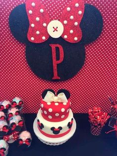 T's Birthday / Minnie Mouse - Photo Gallery at Catch My Party Red Minnie Mouse, Mickey Y Minnie, Mickey Party, 1st Birthday Girls, 2nd Birthday Parties, Birthday Ideas, Mickey Mouse Birthday, Mouse Parties, Decoration