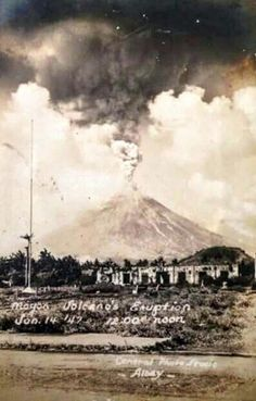 Mayon Volcano. Philippines Culture, Manila Philippines, Jose Rizal, Philippine Art, Filipino Culture, Filipiniana, Ww2 Photos, Historical Pictures, Vintage Pictures