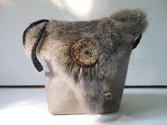 Festival tasje met konijnenbont, met droomvanger. JANET Handgemaakte tassen op FB.