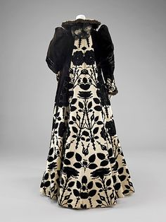 Evening coat (image 2) | House of Worth | French | 1900 | silk | Brooklyn Museum Costume Collection at The Metropolitan Museum of Art | Accession Number: 2009.300.94