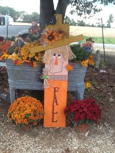 Cute scarcecrow I made. You can also put initial instead of Fall. I Fall, Autumn, Halloween Yard Art, Fall Shows, Scarecrows, Fall Baking, Fall Crafts, Pumpkins, Wood Projects
