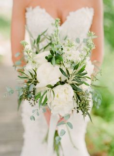 Featured Photographer: Lindsay Madden Photography; Wedding bouquet idea.