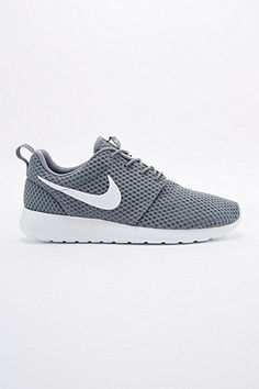 "Nike – Sneaker ""Roshe Run"" in Cool Grey - Urban Outfitters"