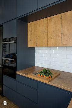 Kuchnia-grafit, biel i drewno - Kuchnia, styl nowoczesny - zdjęcie od Renee's Interior Design
