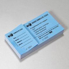 Billets / Tickets (tombola, concert...) Vous organiser une loterie, un concert ou une manifestation privée et vous souhaiter mettre en place une billeterie pour gérer vos entrées ? Nous vous proposons l'impression de vos billets et tickets qui sont livrés sous forme de carnet à souche 4 options disponibles : 1 souche + 1 billet 1 souche + 2 billets 1 souche + 3 billets 1 souche + 2 billets  Types d'impression : Quadri R° Quadri R°V° Noir R° Noir R°V° Quadri R° Noir V° Concert, Event Ticket, Charity, Packaging, Organiser, Impression, Flyers, Books, Job Resume Template