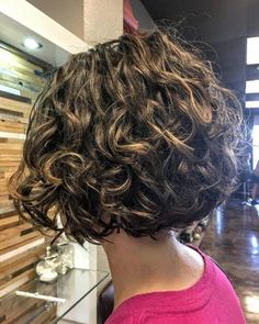We have this year's top hairstyle trends, products and tips for women with curly hair.