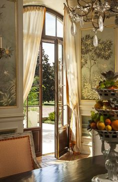 Dining room walls come to life thanks to a silk mural depicting oranges and palms The French chandeliers sparkle thanks to a triple rock crystal Dining by Taylor & Taylor French Interior, French Decor, Casa Steampunk, Gracie Wallpaper, French Chandelier, Style Deco, Interior Decorating, Interior Design, Dining Room Walls