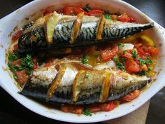 Mackerel with tomatoes Fish Dishes, Seafood Dishes, Fish And Seafood, Greek Recipes, Fish Recipes, Bulgarian Recipes, Bulgarian Food, Greek Cooking, Mediterranean Recipes