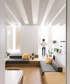 Architect Silvia Allori has overhauled a flat in Florence to create her ho. - Architect Silvia Allori has overhauled a flat in Florence to create her home and workspace. Quirky Home Decor, Hippie Home Decor, Home Decor Items, Cheap Bedroom Decor, Cheap Home Decor, Piece A Vivre, Simple House, Interior Design Inspiration, Interior Design Living Room