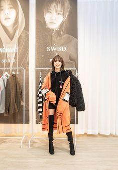Pin K fashion in New York × K Pop . 'The Cellex × Red Velvet Collection' released to the public :: Naver TV Entertainment Seulgi, Selena, My Girl, Cool Girl, Red Velvet Photoshoot, Red Velet, Wendy Rv, Wendy Red Velvet, Velvet Fashion