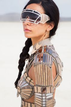 Scarlett Etienne performing at Burning Man festival - image: Karim Tabar Burning Man Outfits, Burning Man Girls, Burning Man Art, Burning Man Fashion, Burning Man Costumes, Festival Mode, Rave Festival, Festival Looks, Festival Wear