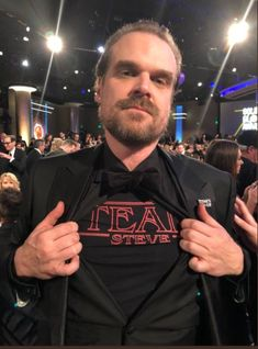Shout out to David Harbour for rocking one of my #TeamSteve tees at the Golden Globes. This is so amazing. Grab one for yourself in my etsy shop! Follow the link. <3