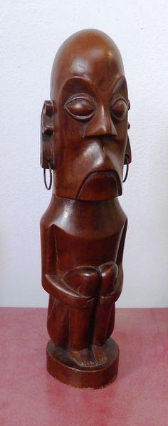 Catawiki online auction house: Carved wooden squatting figure - Batak - Sumatra - Indonesia