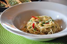 Paste aglio, olio şi peperoncini