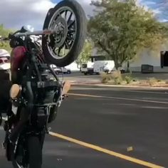 He could not keep his bike [GIF] – So Funny Epic Fails Pictures Funny Vid, Funny Clips, Stupid Funny, Funny Jokes, Wow Video, Fail Video, Epic Fail Pictures, Funny Pictures, Gif Motos