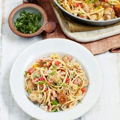 Spicy chunks of chicken star in the creamy Slimming World Cajun chicken pasta. Mix up your midweek pasta recipes with a Cajun kick! Cajun Chicken Pasta Slimming World, Slimming World Pasta, Cajun Chicken Recipes, Chicken Breast Recipes Healthy, Food Texture, Gluten Free Noodles, Healthy Pastas, Pasta Dishes, Breakfast Recipes