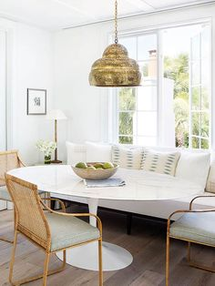 Designers are replicating the dining experience in trendsetting homes across the country in the breakfast nook, which is perfect for small homes.