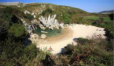 Gulpiyuri-Beach. Al norte del pueblo de Naves, a mitad de camino entre Ribadesella y Llanes (Asturias, España)