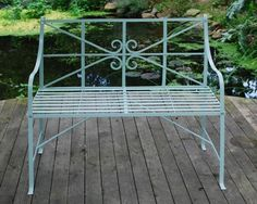 Gartenbank 'Mälarsee': Eisen, rostschutzgrundiert und in typisch gustavianischem blaßblau einbrennla... - gefunden auf www.country-garden.de