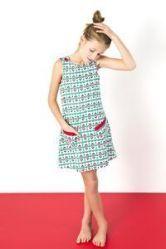 Gratis patroon van Catharine Deweerdt voor een schattig kleedje zonder mouwen of toffe overgooier! 4 - 6- 8 jaar