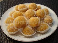 τρυφακια με αμυγδαλο και μανταρινια Muffin, Sweets, Breakfast, Desserts, Greek, Food, Morning Coffee, Tailgate Desserts, Deserts