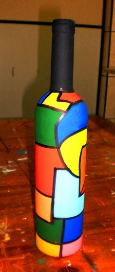 Garrafas pintadas por alunos do sexto e oitavo ano do Colégio Universitário de Criciúma. Glass Bottle Crafts, Wine Bottle Art, Painted Wine Bottles, Painted Wine Glasses, Bottles And Jars, Pottery Painting Designs, Jar Art, Altered Bottles, Bottle Painting