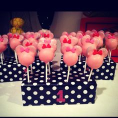 Minnie Mouse cake pops :)