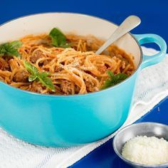 Quick & Easy one pot boerewors spaghetti recipe, serves up a filling and tasty innovative South African recipe in no time. One Pot Meals, No Cook Meals, Quick Easy Meals, Easy Dinner Recipes, South African Recipes, Ethnic Recipes, Macaroni Recipes, Spaghetti Recipes, Food Dishes