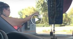 Mulher Usa Sistema De Lavagem De Posto De Combustível Para Tomar Banho http://www.funco.biz/mulher-usa-sistema-lavagem-posto-combustivel-tomar-banho/