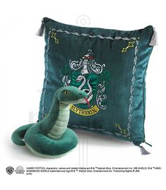Noble Collection Harry Potter House Mascot Cushion with Plush Figure Slytherin Harry Potter Wiki, Harry Potter Casas, Harry Potter Laden, Casas Estilo Harry Potter, Classe Harry Potter, Harry Potter Shop, Harry Potter Wizard, Harry Potter Movies, Harry Potter Plush
