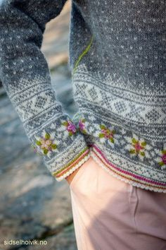 Fair Isle Knitting Patterns, Knitting Designs, Knitting Projects, Crochet Patterns, Fingerless Gloves Knitted, Knit Mittens, Knitted Hats, Nordic Sweater, Hand Stitching