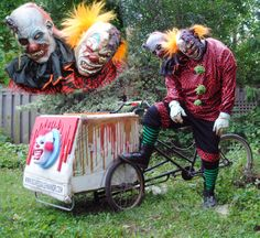 Double-Scoop, the ice (s)cream clown - Haunt Nation Magazine Halloween Clown, Freakshow Halloween, Halloween Karneval, Halloween Haunted Houses, Halloween 2014, Outdoor Halloween, Holidays Halloween, Halloween Costumes, Scary Carnival
