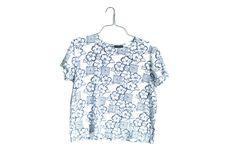 Chemise hawaïenne bleu et blanc   Chemise hawaïenne Vintage   Chemise bleu fleur hawaïenne par InfinityAmpersand sur Etsy https://www.etsy.com/fr/listing/387452868/chemise-hawaienne-bleu-et-blanc-o