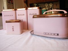 Pink Lincoln BeautyWare Canister Set and Cake Carrier. LOVE the cake carrier Vintage Canisters, Vintage Kitchenware, Kitchen Canisters, Vintage Tins, Vintage Love, Retro Vintage, Vintage Decor, Cake Carrier, Pink Houses