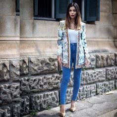 O look inteiro agora. O blazer é tão bapho mas tão bapho que decidi vir só com ele. #aloka. Ele por si só já é uma produção inteira não é? Então nada melhor que jeans e blusa branca básica pra combinar! Gostaram?
