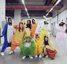 Nayeon (나연) twice, Momo (모모) twice. Nayeon, K Pop, Kpop Girl Groups, Korean Girl Groups, Kpop Girls, Sana Cute, Twice Photoshoot, Oppa Gangnam Style, Twice Group