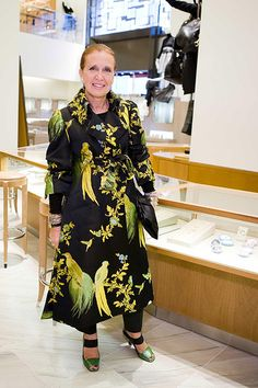 Taste, Luxury, Humor: Barneys New York Opens in San Francisco, It's hardly possible for the opening party of Barneys in San Francisco to have been more glamorous. Queen Mary, Princess Mary, New York Socialites, Fashion Bible, Danielle Steel, Cecil Beaton, Barneys New York, Vintage Designs, Evening Gowns