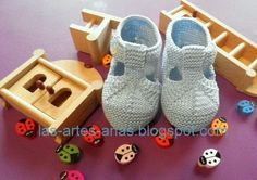 ARTES-ANAS: SANDALIA-ZAPATO DE VERANO BEBÉ A DOS AGUJAS Baby Booties Knitting Pattern, Knitted Booties, Crochet Baby Booties, Baby Knitting Patterns, Baby Tumblr, Bebe Baby, Baby Slippers, Baby Boots, Baby Wearing