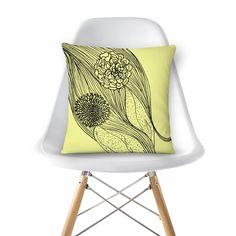 Compre XI de @juliaelilian em almofadas de alta qualidade. Incentive artistas independentes, encontre produtos exclusivos.