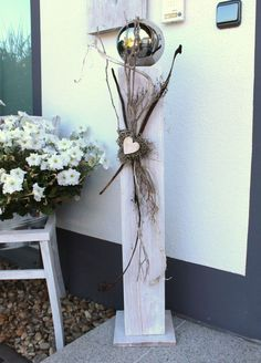 - Large deco column made of new wood for inside and outside! White stained, decorated with a la Primitive Christmas, Christmas Deco, Christmas Sewing, Wood Crafts, Diy And Crafts, Wall Hanging Crafts, Most Beautiful Gardens, White Stain, Wooden Hearts