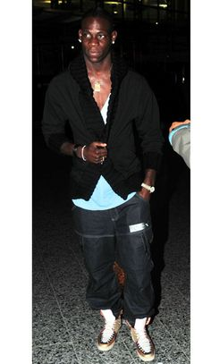 Manchester City striker, Mario Balotelli has recently been spotted wearing Voi jeans! The 22 year old Italian footballer was photographed wearing a pair of our notorious denims whilst at a Niki Minaj concert with his Manchester City team mates. 22 Years Old, Manchester City, Jean Outfits, Mario, Football, Denim, Concert, Jeans, How To Wear