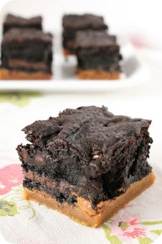 Captain Jack Brownie Cookie Bars: ooooh, four layers of goodness! (vegan)