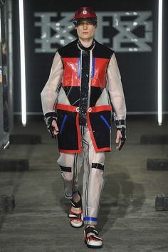 Explore the looks, models, and beauty from the Ktz Spring/Summer 2016 Menswear show in London on 14 June 2015 Women's Summer Fashion, Trendy Fashion, Fashion Show, Fashion Ideas, Fashion 2016, Fashion Men, London Fashion, Fashion Details, Fashion Styles